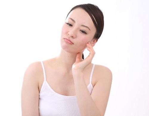 赤ら顔を治す方法,赤ら顔 化粧水,頬の赤みを消す方法,ウルウ
